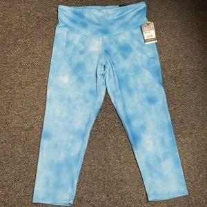 💜 NWT Women's capri length active pants size L